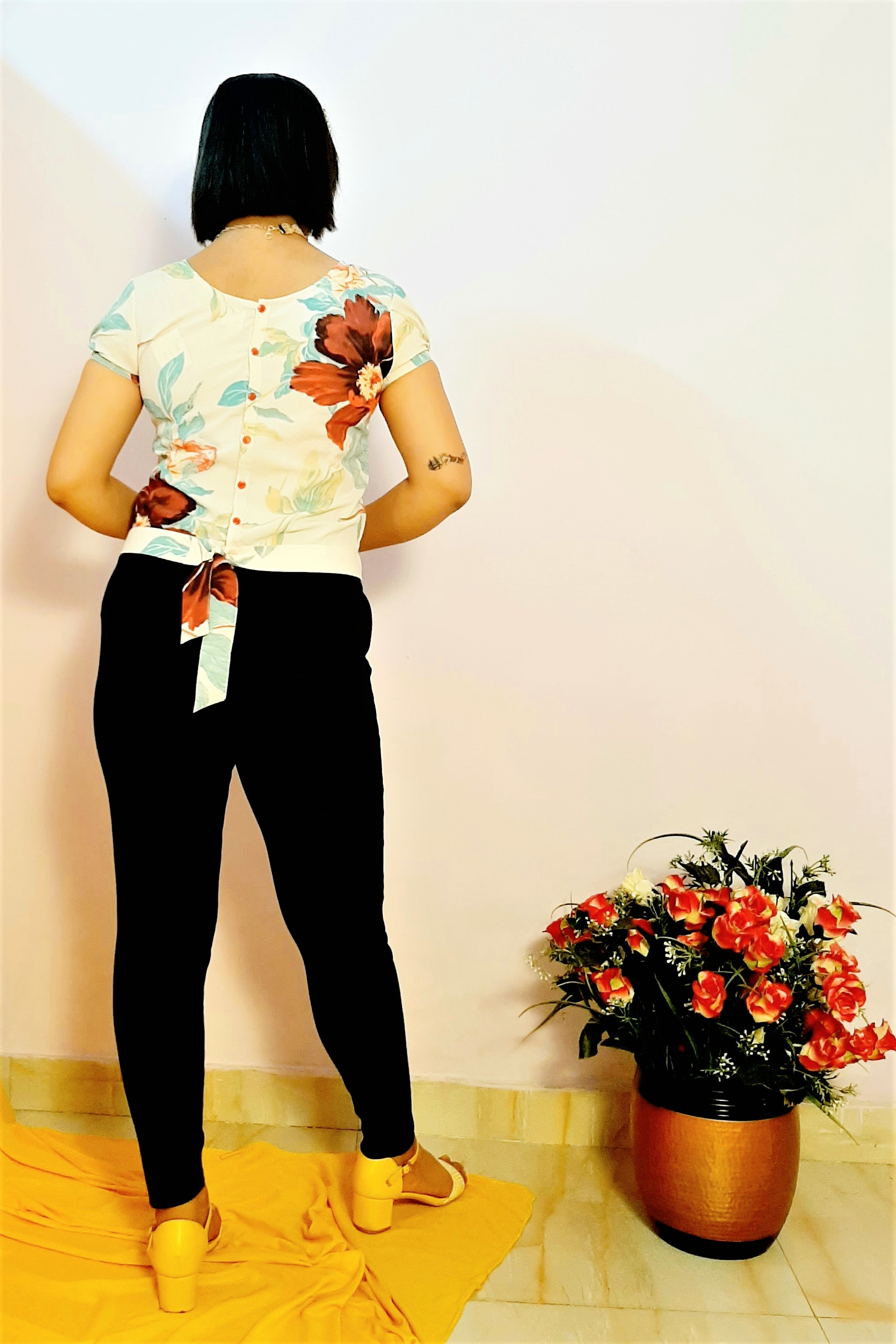 Folle Floral Print White With Back Buttons Knotted Summer Crop Top